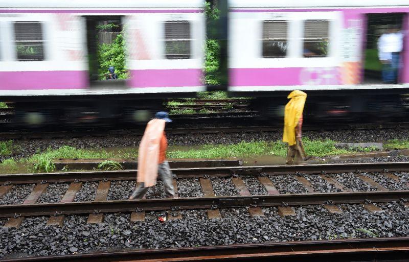 Resultado de imagen para india selfie tren