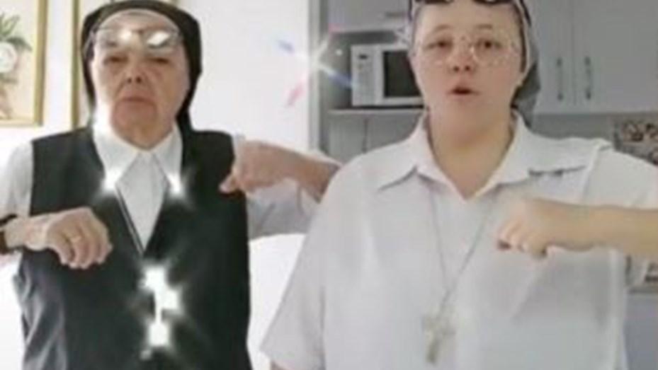 Se viralizó el baile de dos monjas en TikTok