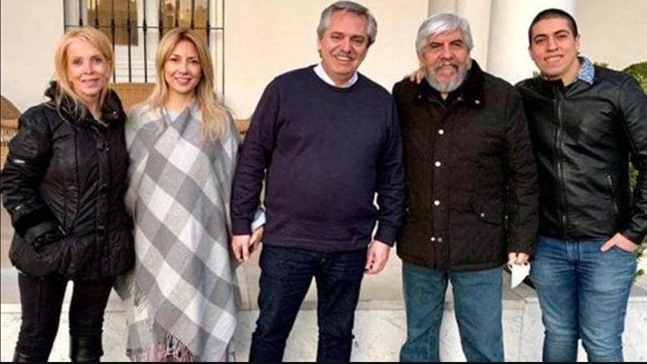 Sin barbijo ni distanciamiento: la foto de Alberto Fernández y Moyano -  Telefe Noticias